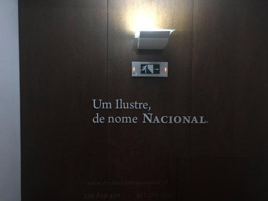 Nacional: Na escada que leva ao restaurante, no primeiro andar.