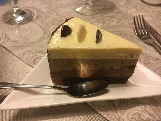 Oskemen, Kazakstan: Torta ai 3 cioccolati