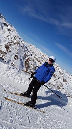 Hotel Bucaneve: December skiing
