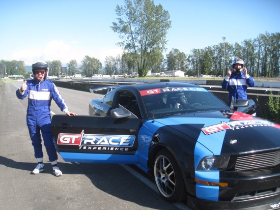 Mission, Canadá: Solo co-pilot experience with Chris at GT Race Experience. Fun times!