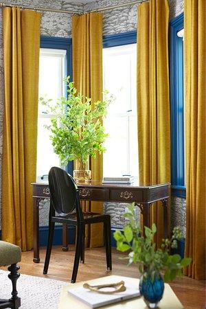 Hawthorne Inn : King suite