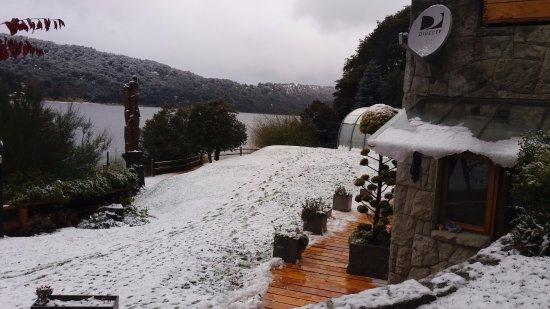 Cabanas Puerto Pireo: Vista após um dia de neve... lindo!!!