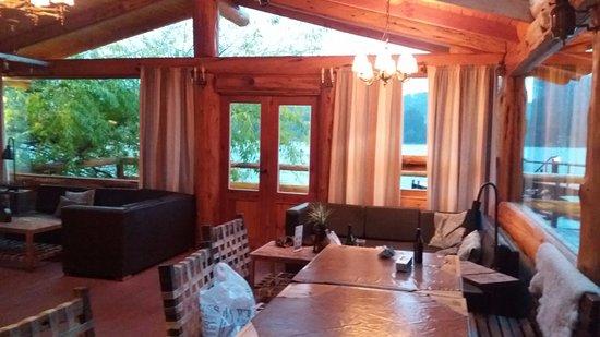 Cabanas Puerto Pireo: Salão para churrasco... muito bem equipado.
