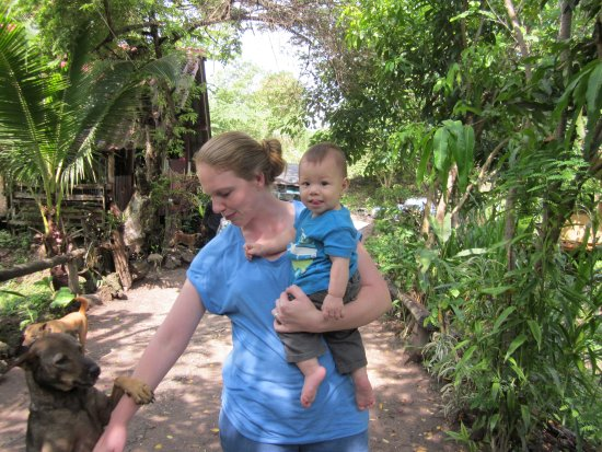 Mae Chaem, Thaïlande : Emily and her and Burm's son Leo! so cute!