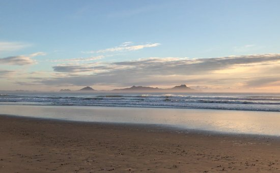 Waipu, Selandia Baru: Sunrise out to the Whangarei heads