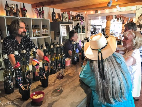 Velarde, NM: Black Mesa Winery!