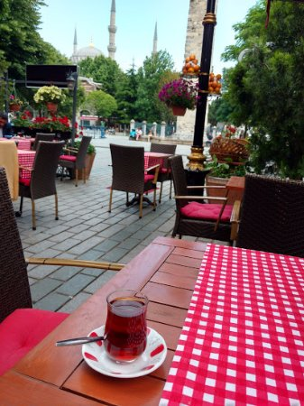 Alzer Hotel: View from hotel sidewalk cafe