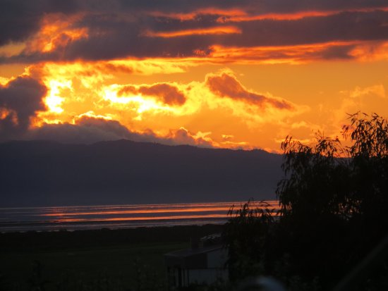 Cotswold Cottage: Autumn sunset over the Firth of Thames
