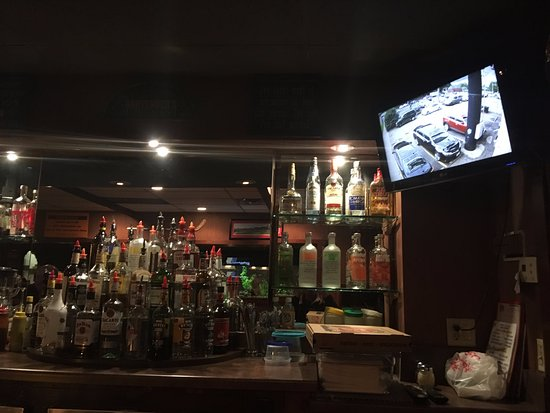 Red's Savoy Pizza: monitor the safety of your car from the bar