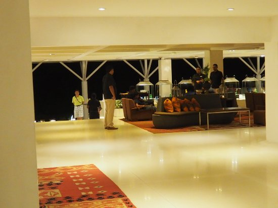 Cinnamon Citadel Kandy: Open seating of the restaurant on the ground floor