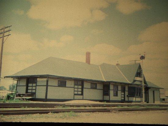 Vandalia Mo GM&O RR Depot (1972) ... by Carl H. =)~