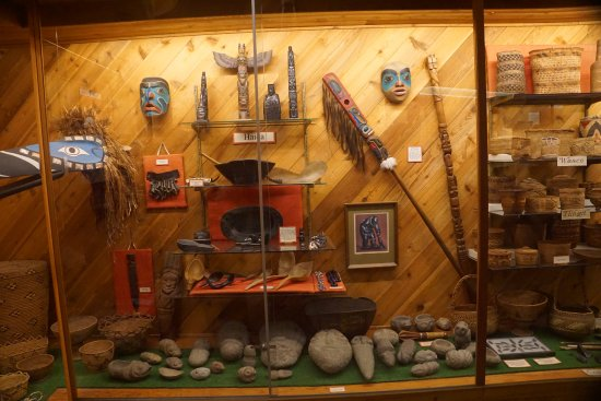 Klamath, CA: Indian Artifacts in Museum