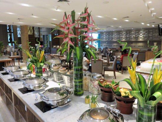 Buffet Restaurant Picture Of Hotel Grandhika Iskandarsyah Jakarta Tripadvisor