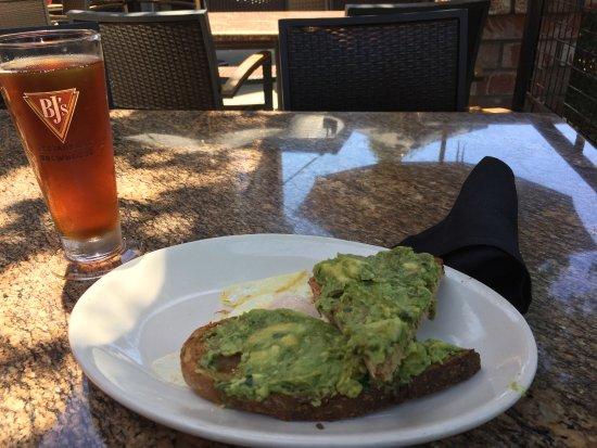 Купертино, Калифорния: Avocado toast