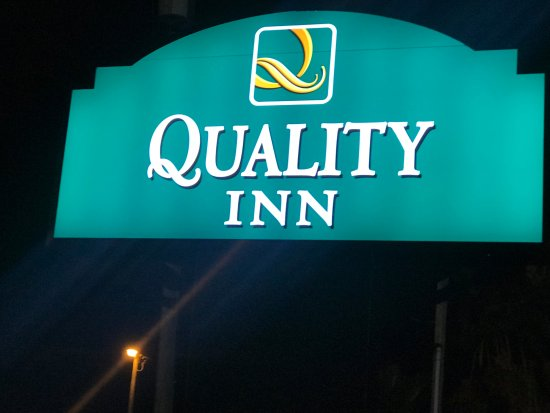 the new quality inn sign picture of quality inn