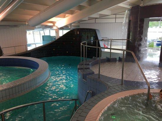 Nyköping, Zweden: Klättervägg i bakgrunden och div andra pooler