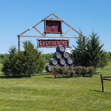 Wright City, MO: Entry to the winery