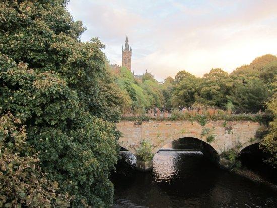 Kelvingrove Park: University of Glasgow behind the Park