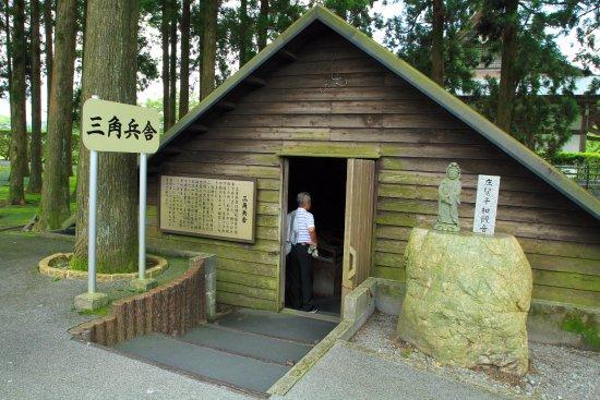 Tokko Friedensmuseum Chiran (Kamikaze-Gedenkstätte): 三角兵舎は往時そのまま