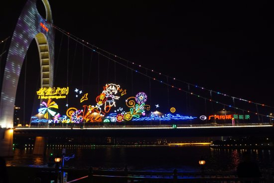 Pearl River (Zhujiang) : Christmas season bridge