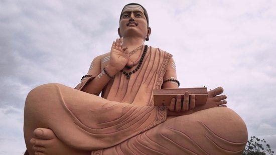 Basavakalyan, الهند: Basaveshwara (Basavanna) statue (108ft)