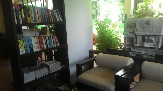 The Moon Boutique Hotel: the cozy reading place at the reception