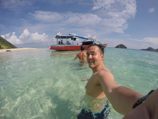 North Sulawesi, Indonésia: Day Trip by Boat - midday break