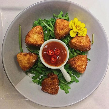 Yorkeys Knob, Australia: Panko Crumbed Camembert served with a housemade sweet Chilli Jam