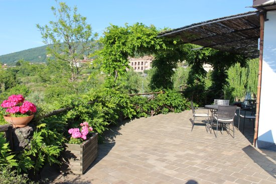 Villa Rosa  Etna Bed & Breakfast: terrace with breakfast plac3