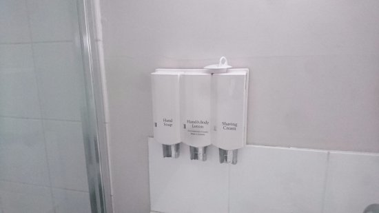 Bomaderry, Australia: Dispensers instead of bar soap