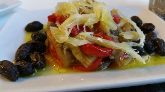 Vall de Gallinera, Espanha: Fishy ratatouille with the best olives