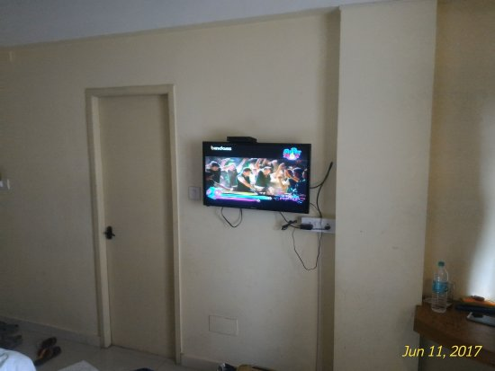 FabHotel Metro Manor Central Station: Cheap hotel with good location and good food..