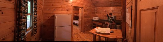 Hickory Run State Park: We stayed in a deluxe cabin and attended the evening presentation on  mammals.