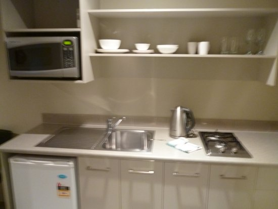 Tower Junction Motor Lodge: fully equip kitchen...