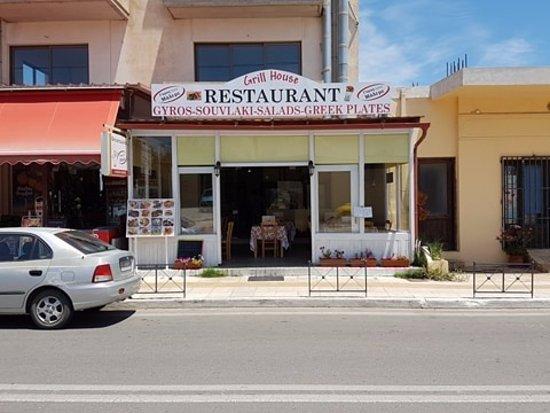O Gyros Tou Maleme: Restaurant from outside.