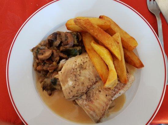Savigny-Lévescault, France : Filet de lieu-sauce foie gras