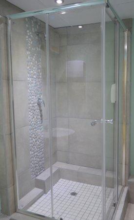 Unisex Showers