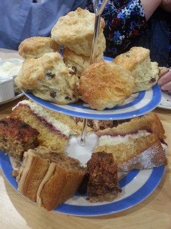Thornhill, UK: cake stand