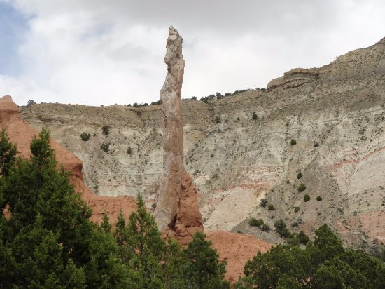 Cannonville, UT: Different colors of the geologic formations