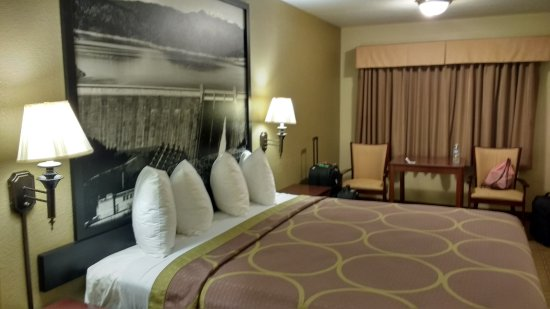 Super 8 Corning : Decent room for the money