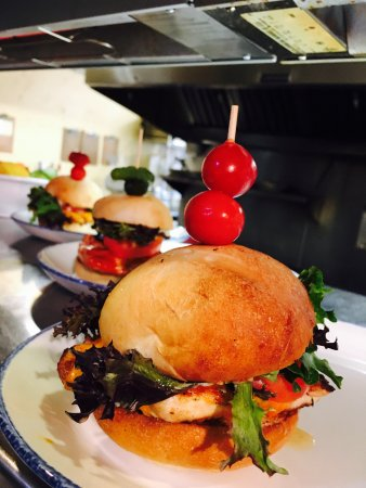 Hoodoos at Sun Rivers : House made buns and burgers!