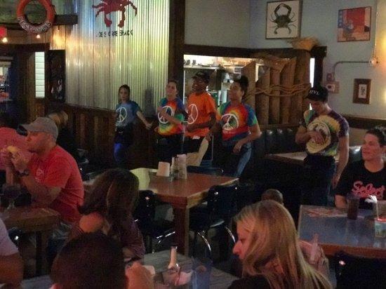 Joe's Crab Shack: Servers and prep people dancing