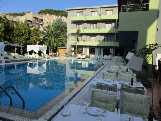 La Piscine Art Hotel: Pool und Zimmer mit Poolblick