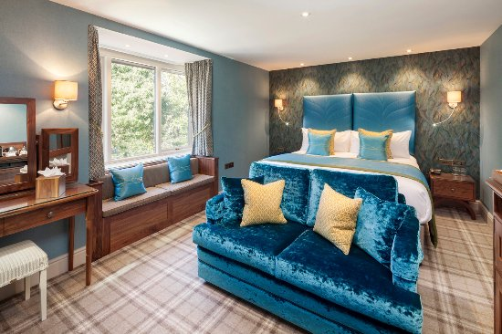 Cedar Manor Hotel and Restaurant: Beautifully refurbished in 2016 with superking size bed and ensuite with spa bath/walk-in shower