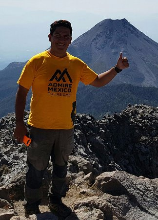 Comala, Meksyk: At the summit of Nevado de Colima with the most active volcano in Mexico at the background,
