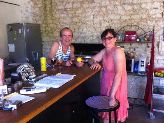 Restaurant L'Ecole: l'institeur chef de cuisine en fait le chef du restaurant en cuisineombragée