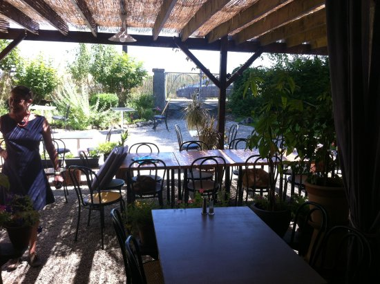 Restaurant L'Ecole: terasse ombragée