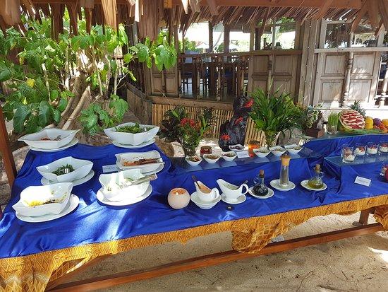 Siladen Island, อินโดนีเซีย: l'offerta verdure e salse