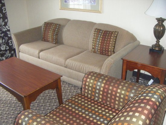 Comfort Suites Of Corvallis: A Comfortable Settee And Chairs