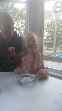 Mostyn Gallery Cafe: Enjoying pudding!
